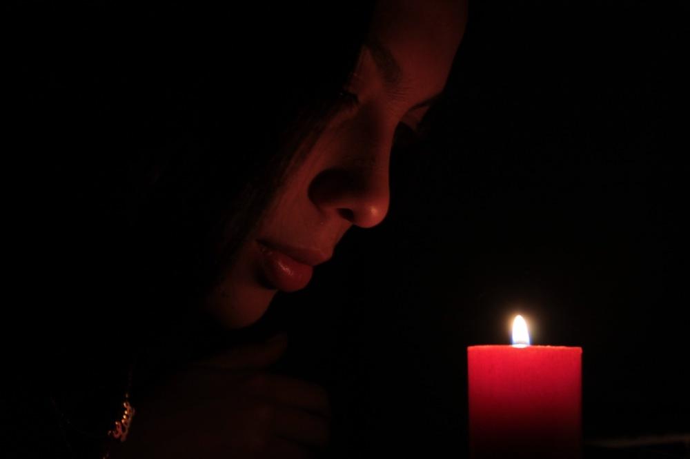candle series adriana hoyos perfil