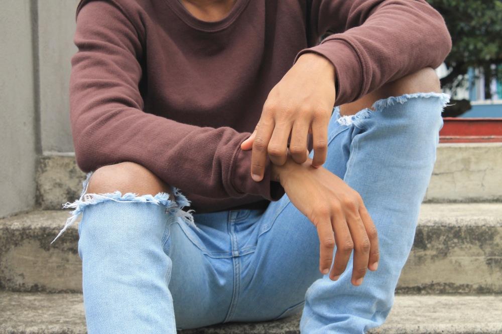 zara ripped jeans x pull jumper