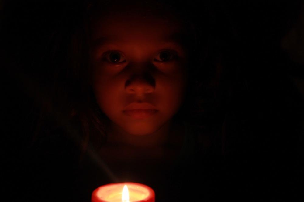 candle series sara candle