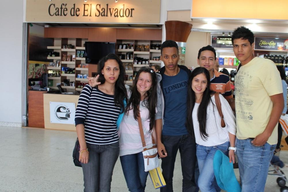 el-salvador-airport-scale-friends