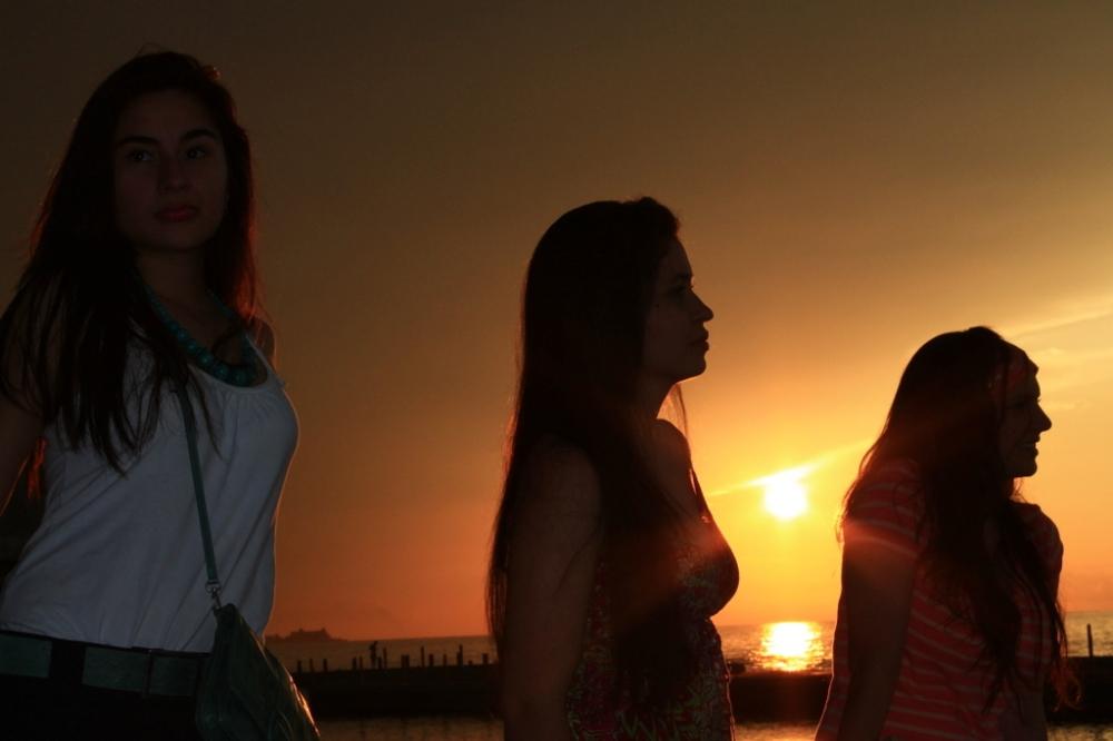 friends-havana-trip-sunset-goals