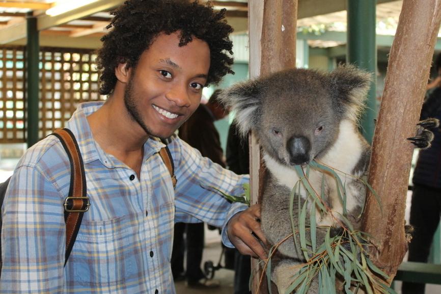 juan-smiling-koala-bear-eating