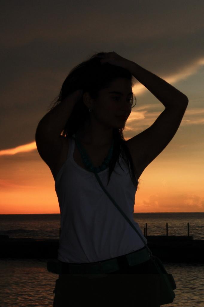 julieta-sunset-pose