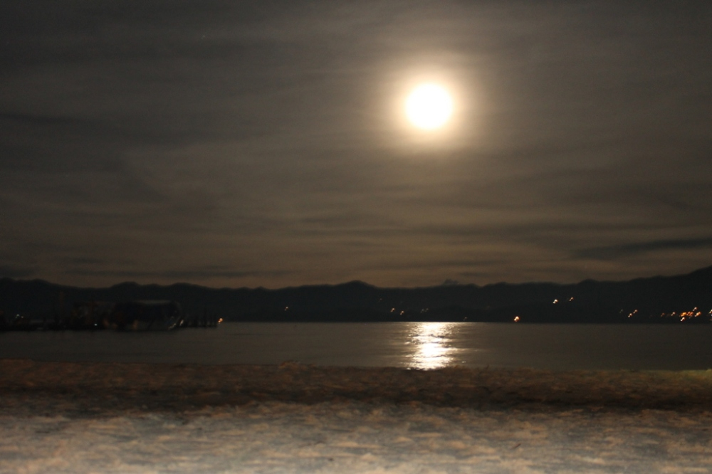 night-lake-tota-colombia-moon-light