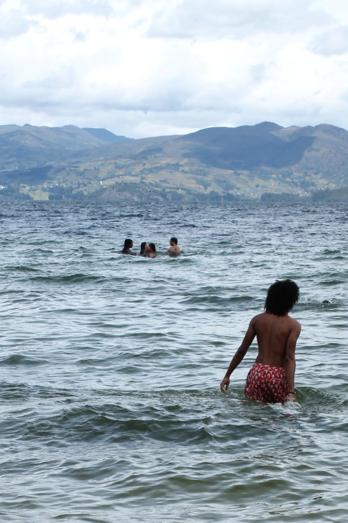 swimming-laguna-tota-colombia-landscapes